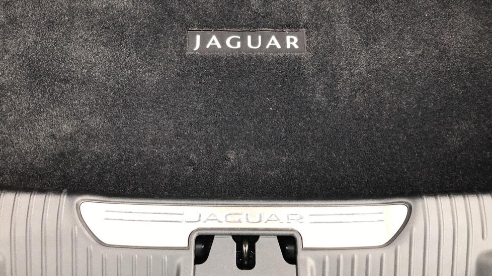Jaguar XJ 3.0d V6 Portfolio image 21