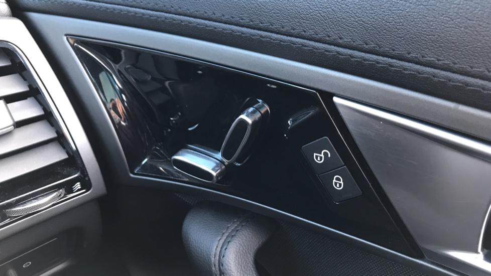 Jaguar F-TYPE 3.0 Supercharged V6 S 2dr image 17