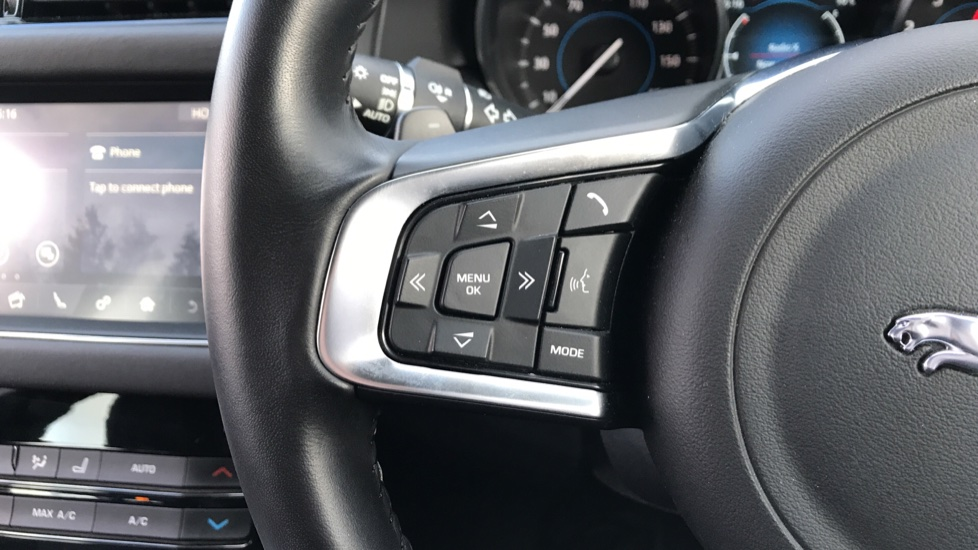 Jaguar XF Sportbrake 2.0i Portfolio 5dr image 17