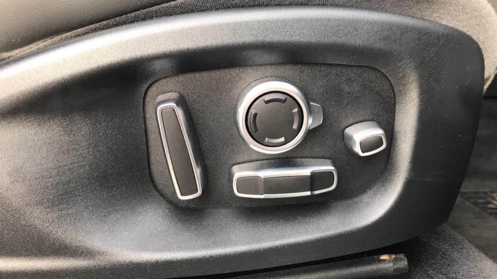 Jaguar E-PACE 2.0d [180] R-Dynamic HSE 5dr image 17