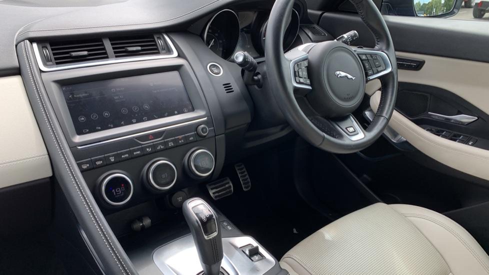 Jaguar E-PACE 2.0d [180] R-Dynamic SE with Rear camera, Meridian Sound System image 12