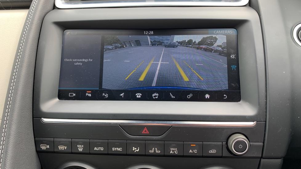 Jaguar E-PACE 2.0d [180] R-Dynamic SE with Rear camera, Meridian Sound System image 18