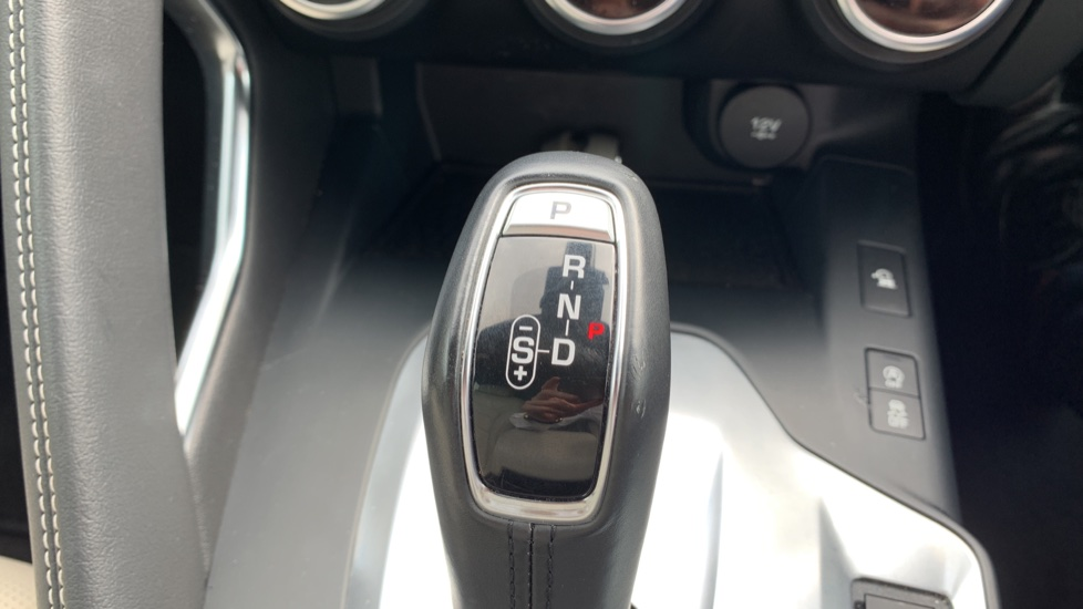 Jaguar E-PACE 2.0d [180] R-Dynamic SE with Rear camera, Meridian Sound System image 20