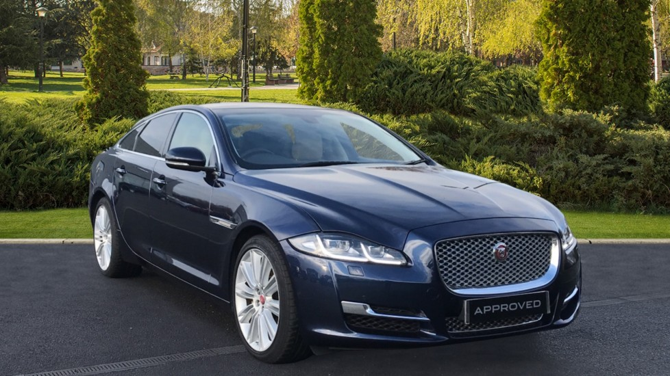 Jaguar XJ 3.0d V6 Premium Luxury Diesel Automatic 4 door Saloon (2016)
