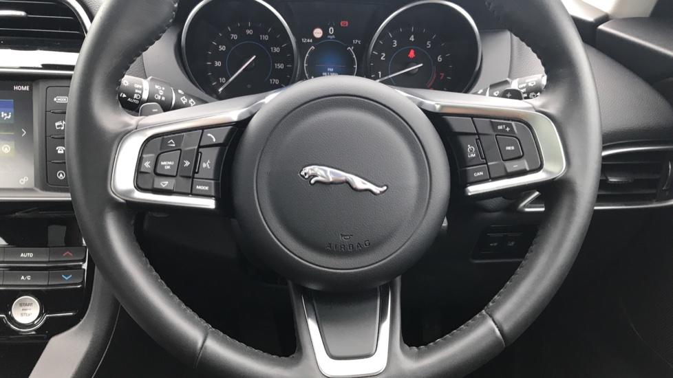 Jaguar F-PACE 2.0 Prestige 5dr AWD image 19