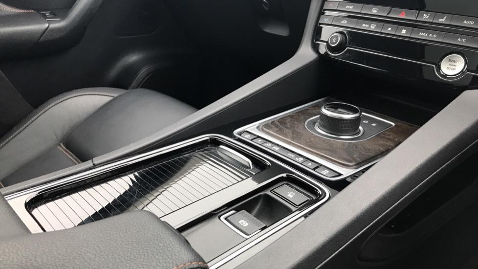 Jaguar F-PACE 2.0 Prestige 5dr AWD image 26