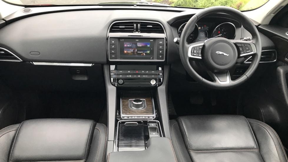 Jaguar F-PACE 2.0 Prestige 5dr AWD image 29