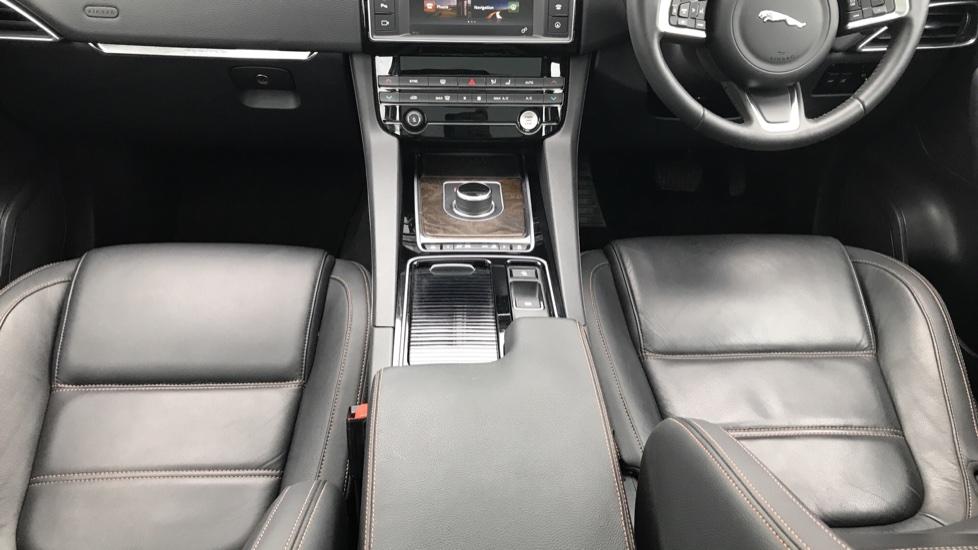 Jaguar F-PACE 2.0 Prestige 5dr AWD image 30