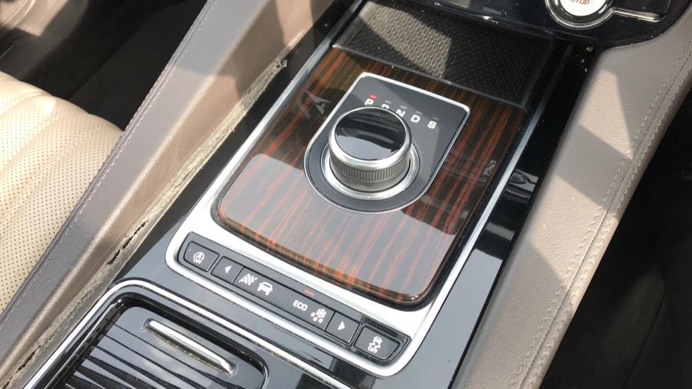 Jaguar F-PACE 2.0 Portfolio 5dr AWD image 16