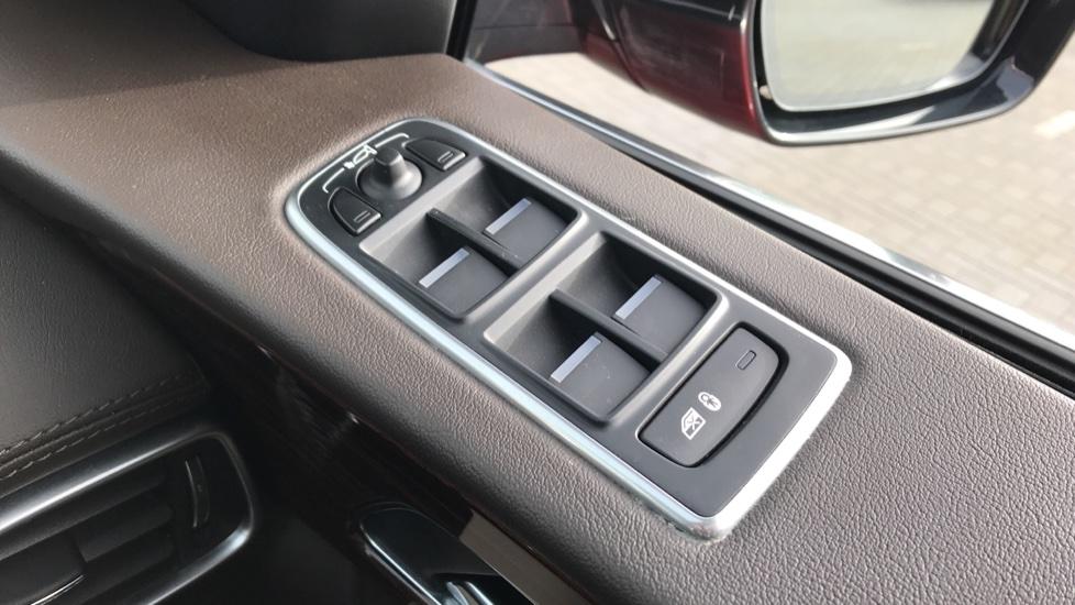 Jaguar F-PACE 2.0 Portfolio 5dr AWD image 21