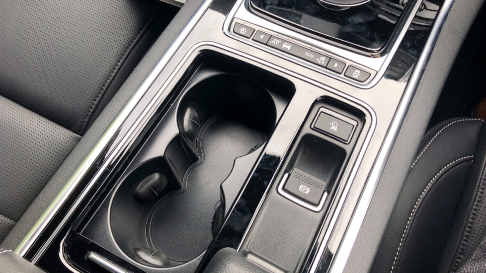 jaguar xe 180 r sport 4dr diesel automatic saloon. Black Bedroom Furniture Sets. Home Design Ideas