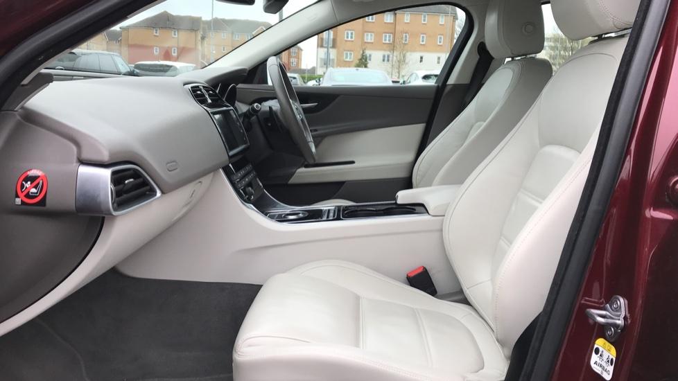 Jaguar XE 2.0d [180] Prestige image 3