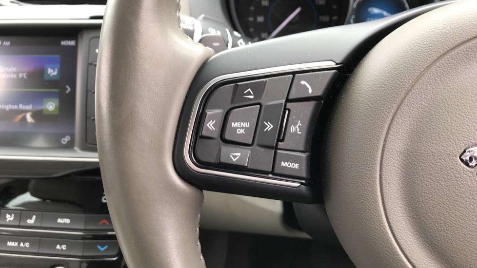 Jaguar XE 2.0d [180] Prestige image 17