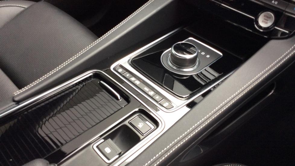 Jaguar F-PACE 3.0 Supercharged V6 S 5dr AWD image 15