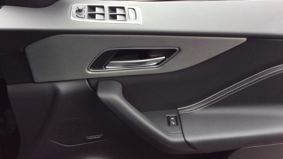Jaguar F-PACE 3.0 Supercharged V6 S 5dr AWD image 17
