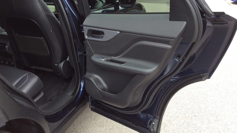 Jaguar F-PACE 3.0 Supercharged V6 S 5dr AWD image 21
