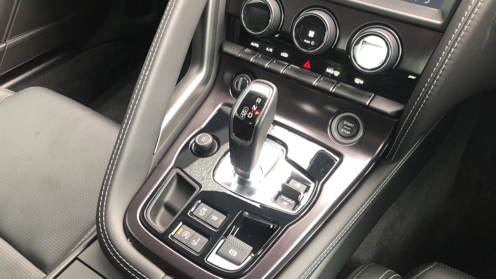 Jaguar F-TYPE 3.0 Supercharged V6 2dr Auto image 17