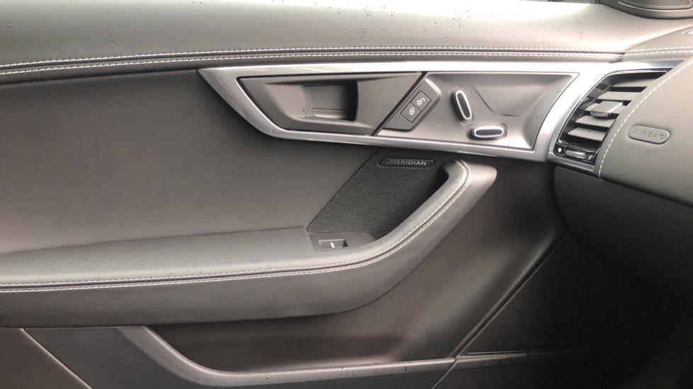 Jaguar F-TYPE 3.0 Supercharged V6 2dr Auto image 18