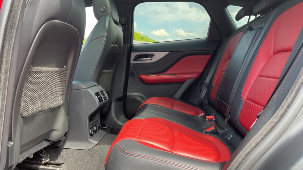 Jaguar F-PACE 2.0d R-Sport 5dr AWD Sliding Panoramic Roof and Advanced Parking Pack image 4