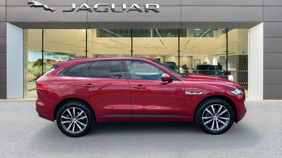 Jaguar F-PACE 2.0d R-Sport 5dr AWD Sliding Panoramic Roof and Advanced Parking Pack image 5