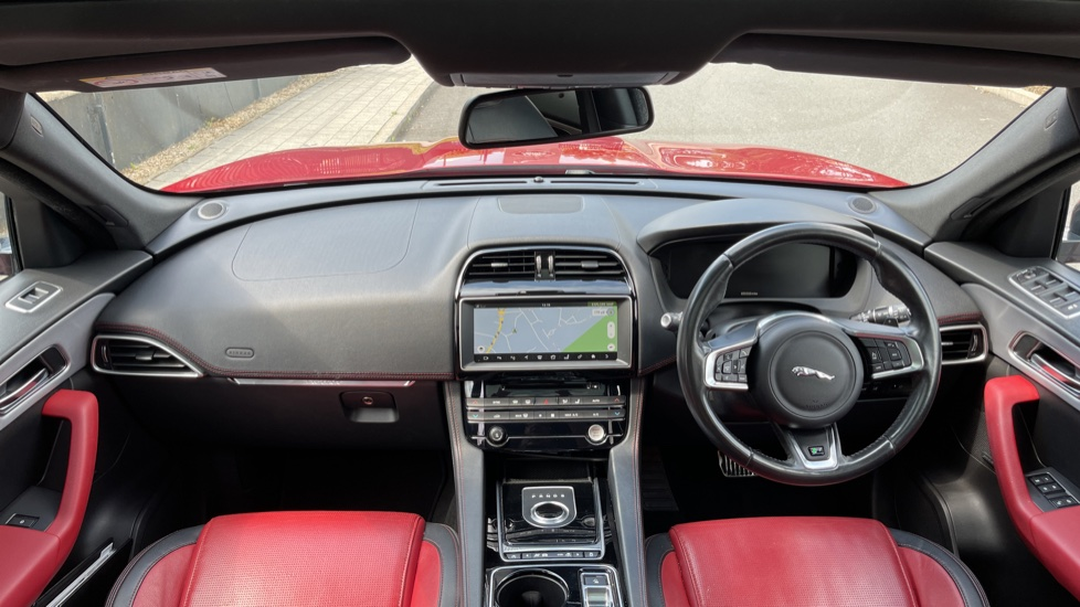 Jaguar F-PACE 2.0d R-Sport 5dr AWD Sliding Panoramic Roof and Advanced Parking Pack image 9