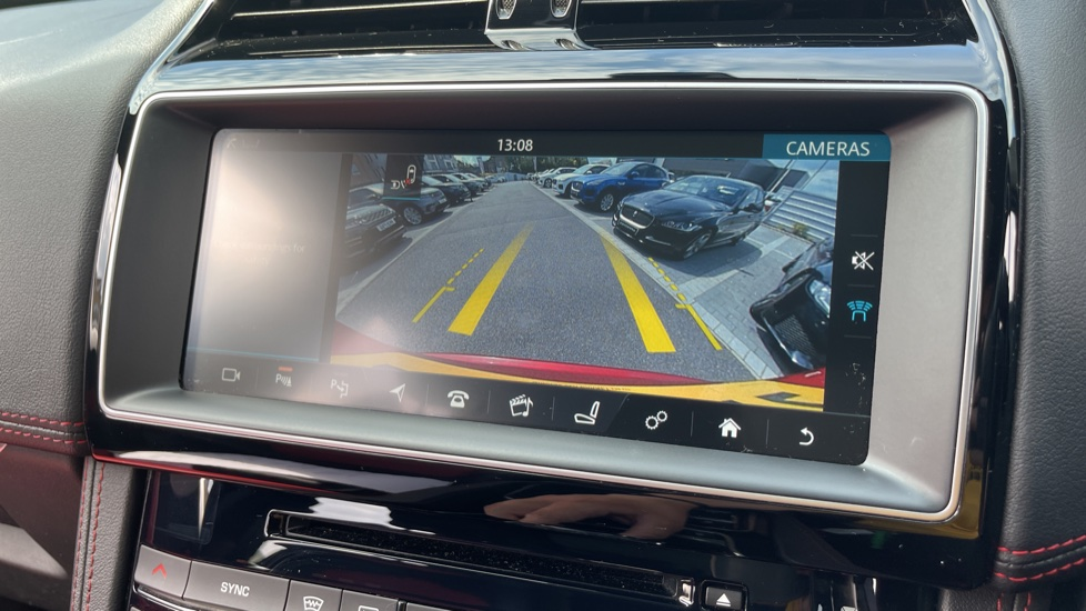 Jaguar F-PACE 2.0d R-Sport 5dr AWD Sliding Panoramic Roof and Advanced Parking Pack image 13