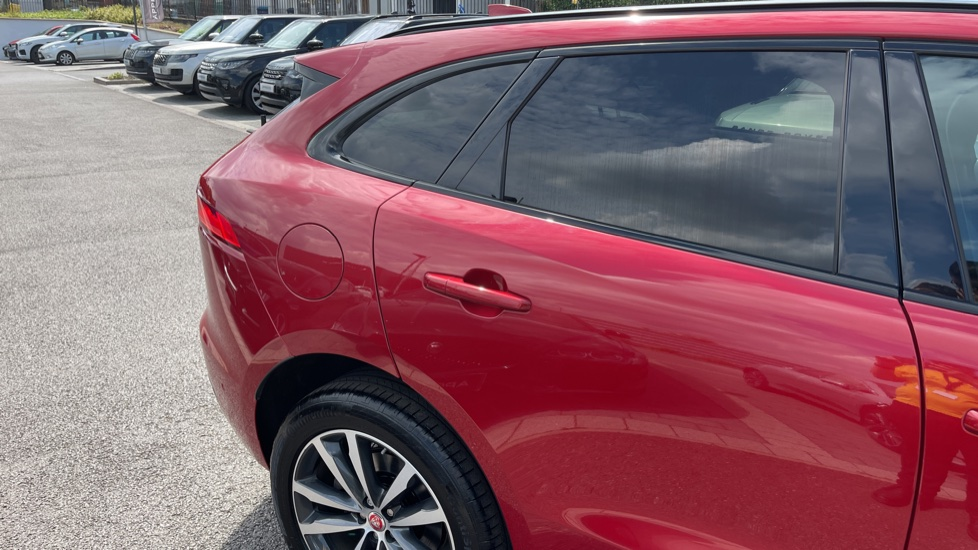 Jaguar F-PACE 2.0d R-Sport 5dr AWD Sliding Panoramic Roof and Advanced Parking Pack image 25