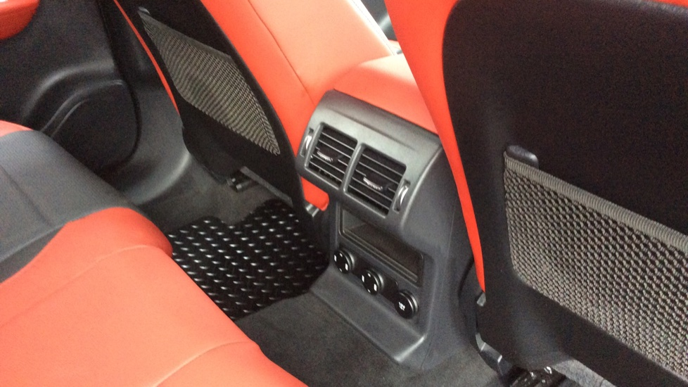 Jaguar F-PACE 3.0 Supercharged V6 S 5dr AWD image 25