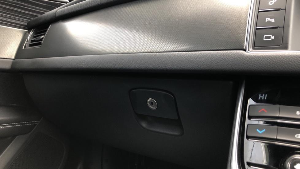 Jaguar XF 3.0d V6 S image 26