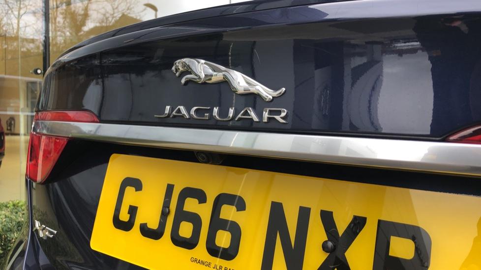 Jaguar XF 3.0d V6 S image 32