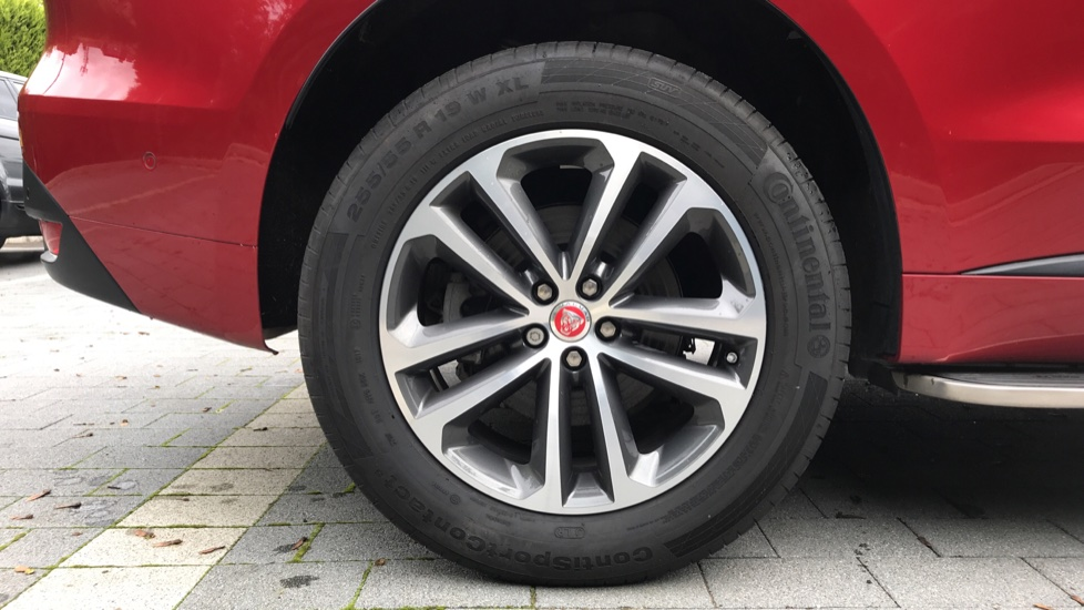 Jaguar F-PACE 2.0 R-Sport 5dr AWD image 8