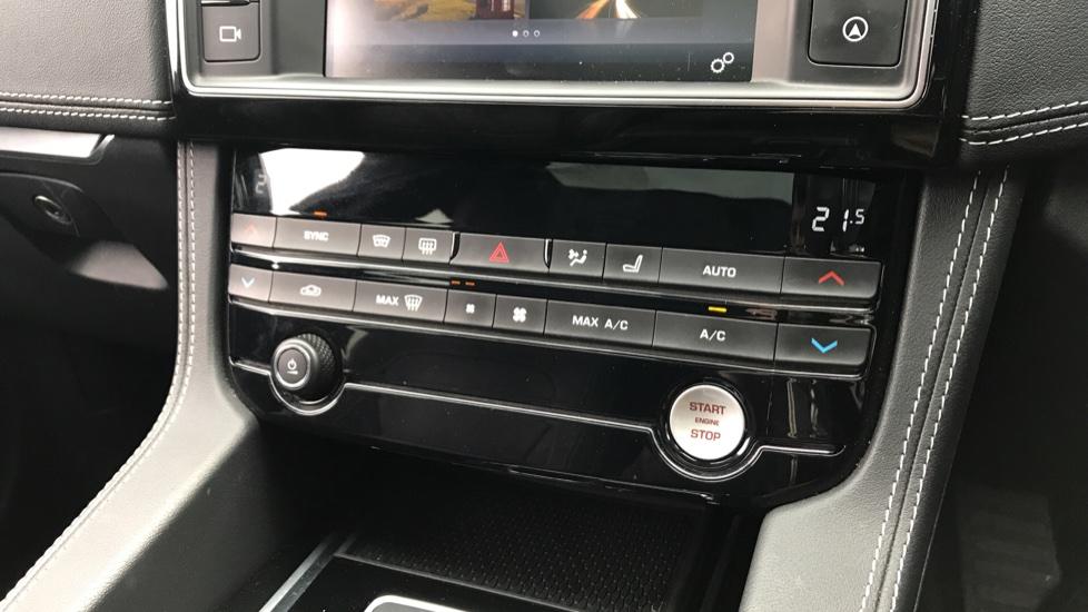 Jaguar F-PACE 2.0 R-Sport 5dr AWD image 14