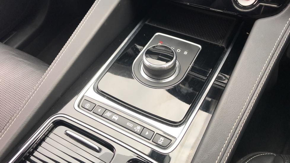 Jaguar F-PACE 2.0 R-Sport 5dr AWD image 15