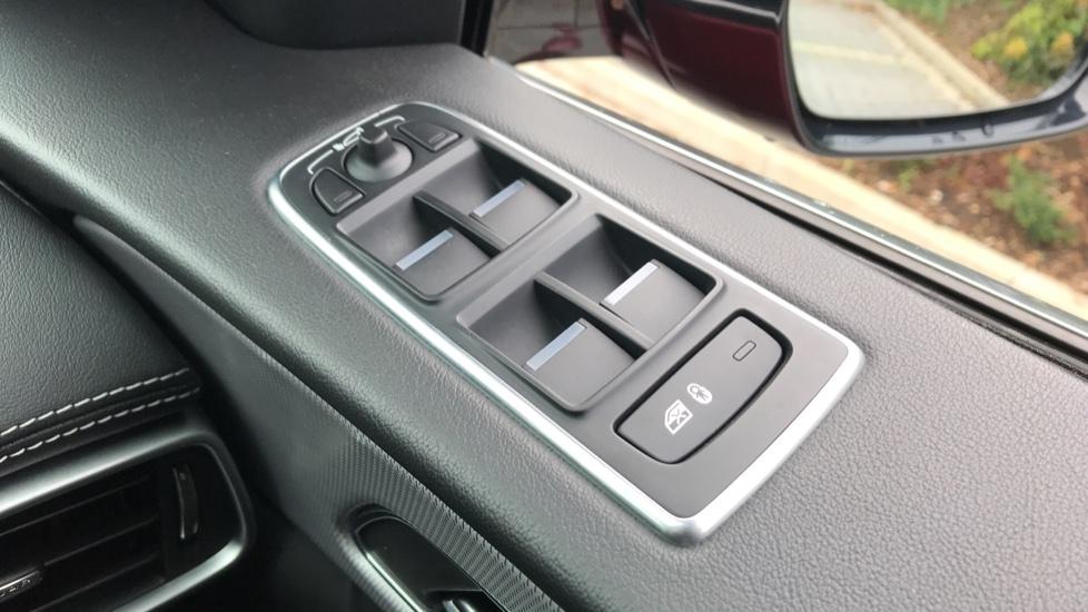 Jaguar F-PACE 2.0 R-Sport 5dr AWD image 18