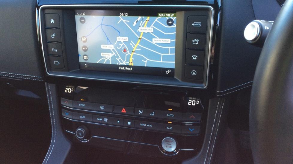 Jaguar F-PACE 2.0d R-Sport 5dr AWD image 10