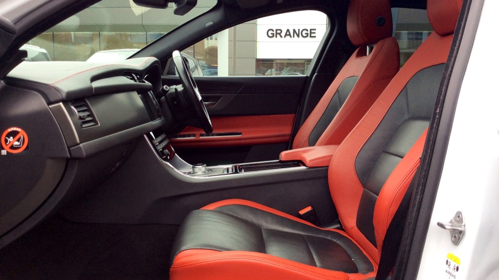 Jaguar XF 3.0 V6 Supercharged S image 3