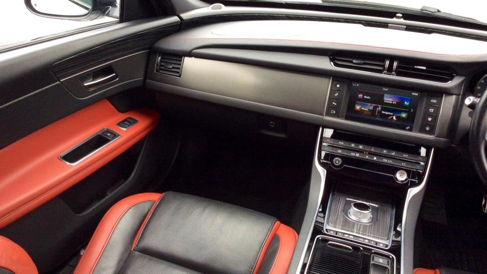 Jaguar XF 3.0 V6 Supercharged S image 27