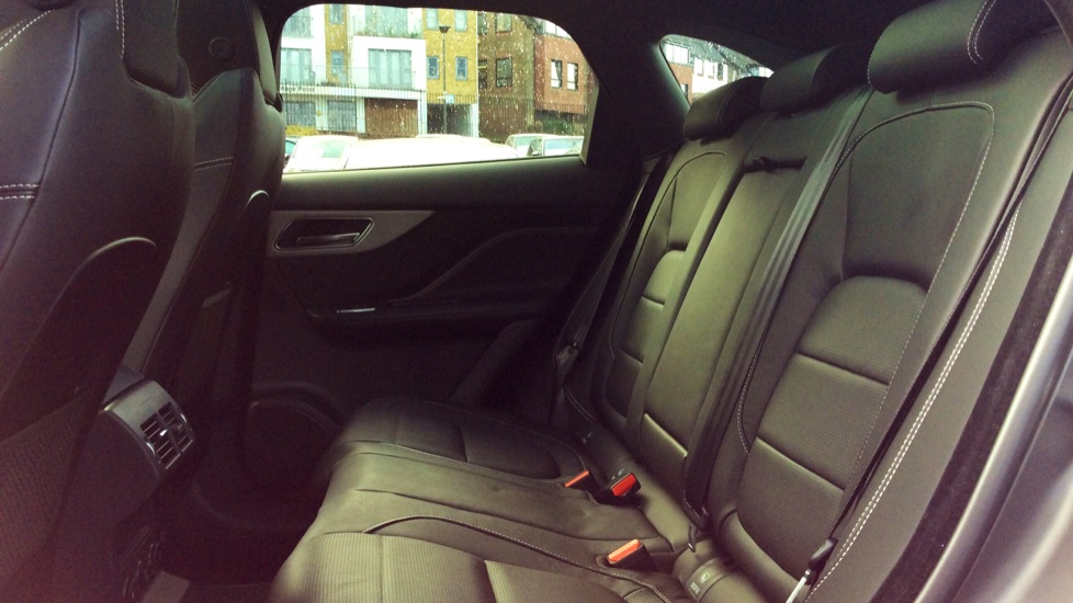 Jaguar F-PACE 2.0d R-Sport 5dr AWD image 4
