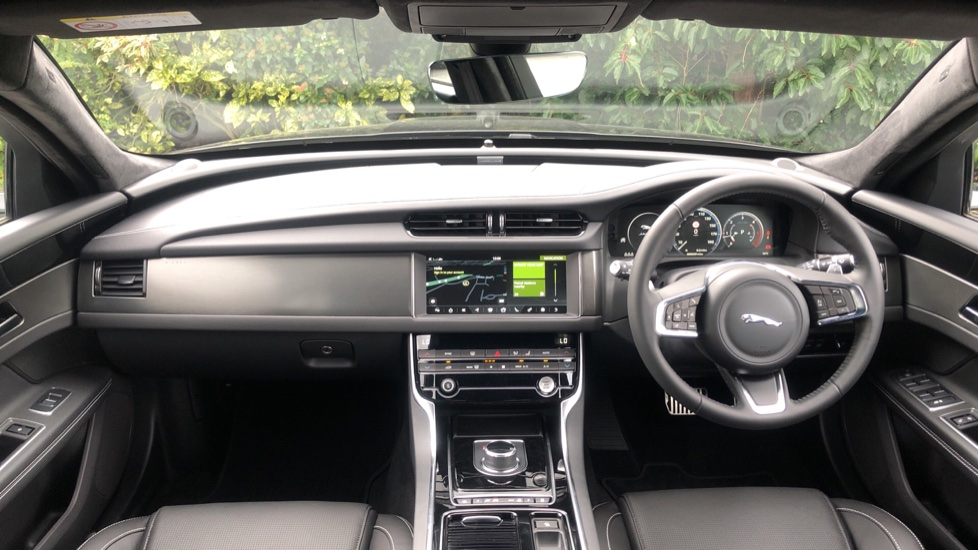 Jaguar XF 2.0d [180] Chequered Flag 4dr image 9