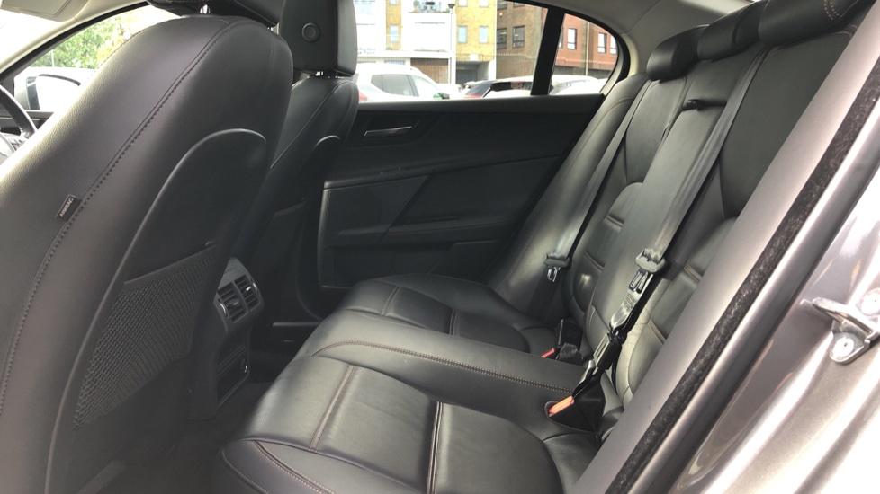 Jaguar XE 2.0d Prestige image 4