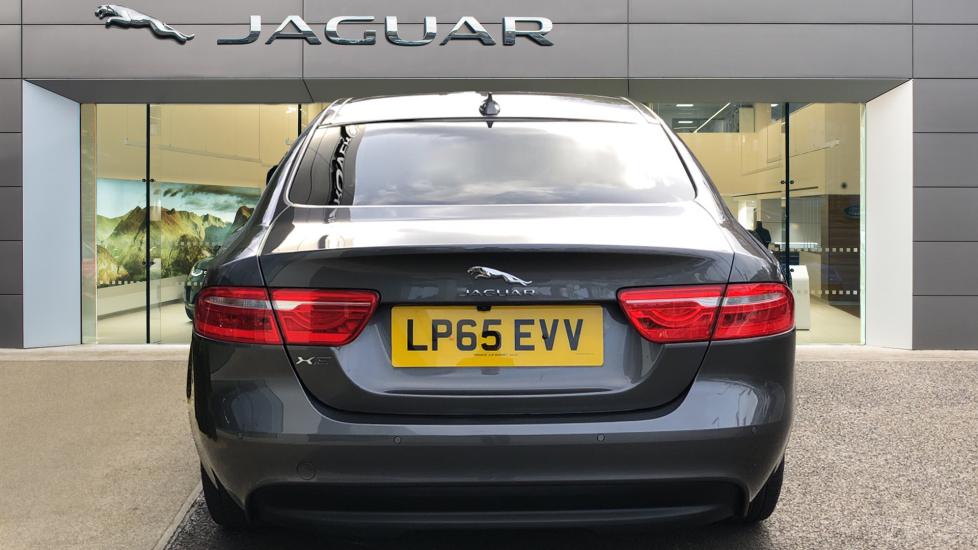 Jaguar XE 2.0d Prestige image 6