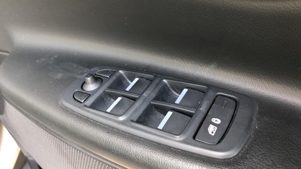 Jaguar XE 2.0d Prestige image 11