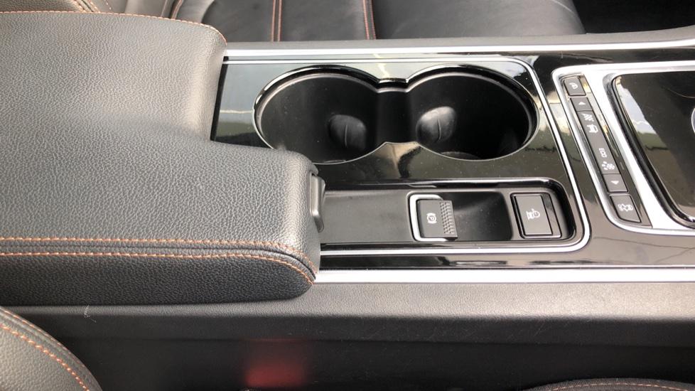 Jaguar XE 2.0d Prestige image 20