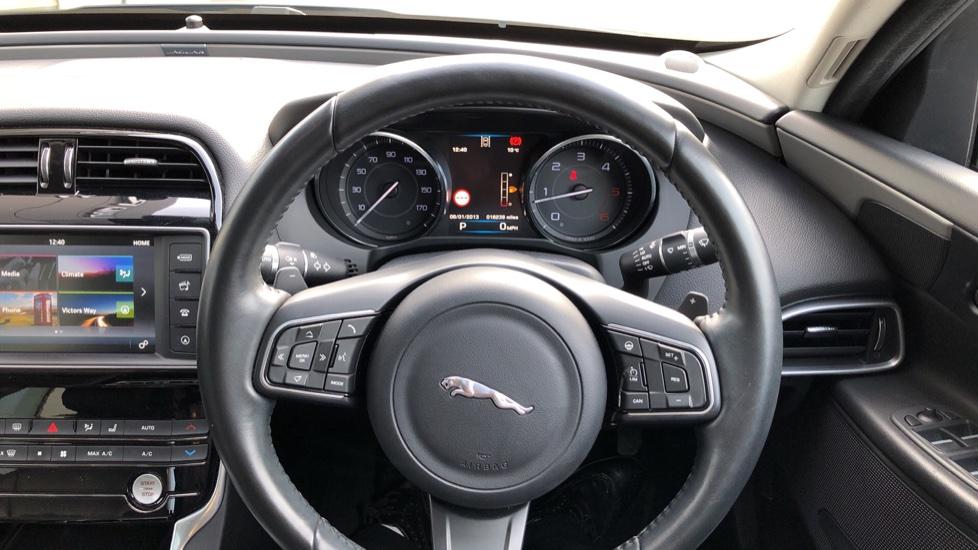 Jaguar XE 2.0d Prestige image 23