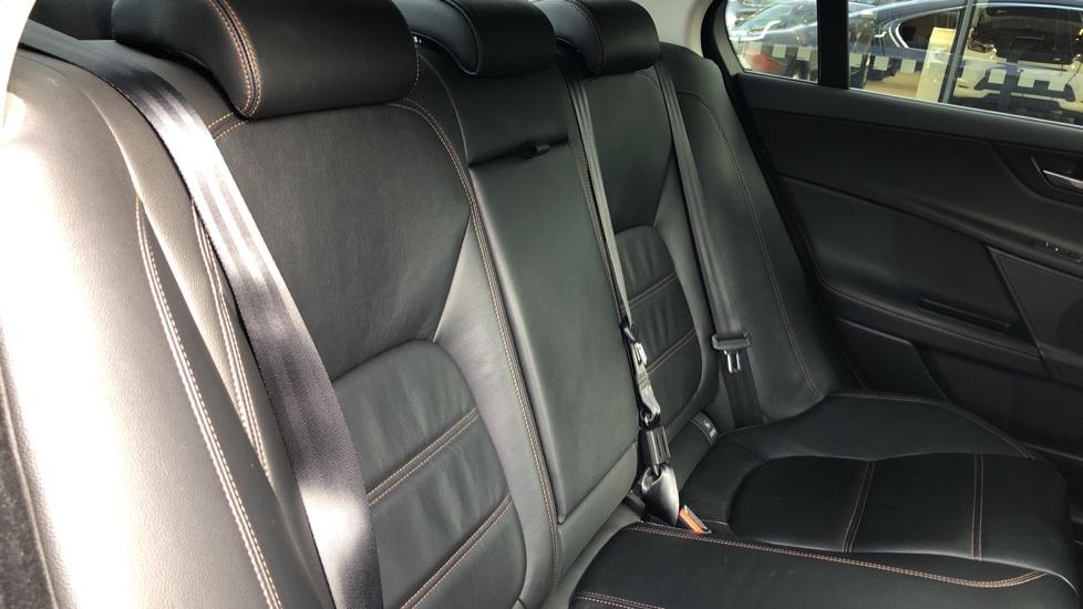 Jaguar XE 2.0d Prestige image 25