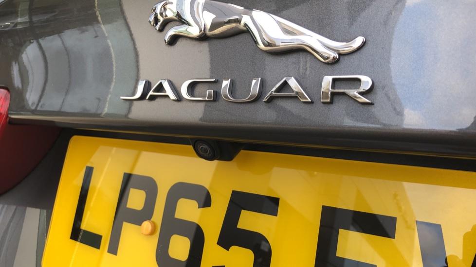 Jaguar XE 2.0d Prestige image 29