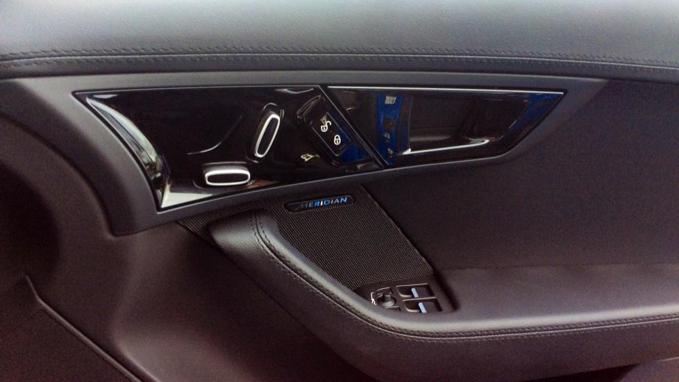 Jaguar F-TYPE 2.0 R-Dynamic 2dr image 17