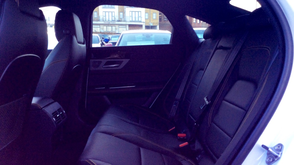 Jaguar XF 3.0d V6 300 Sport image 4