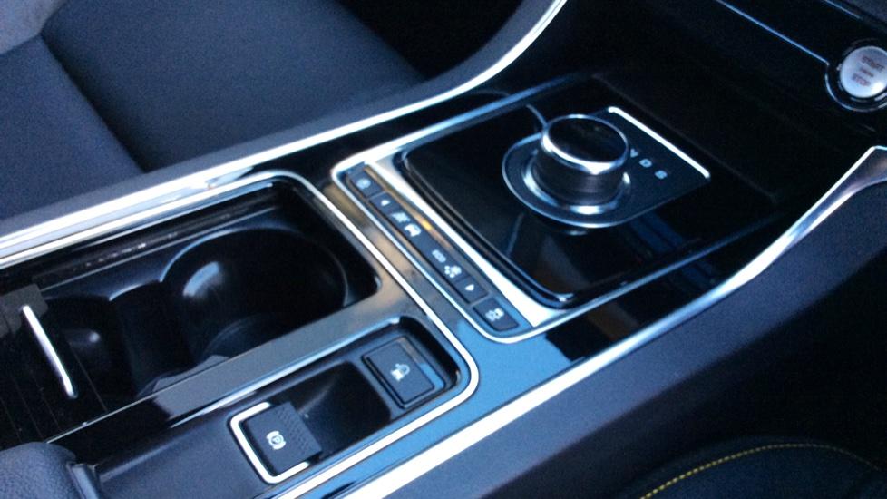 Jaguar XF 3.0d V6 300 Sport image 15