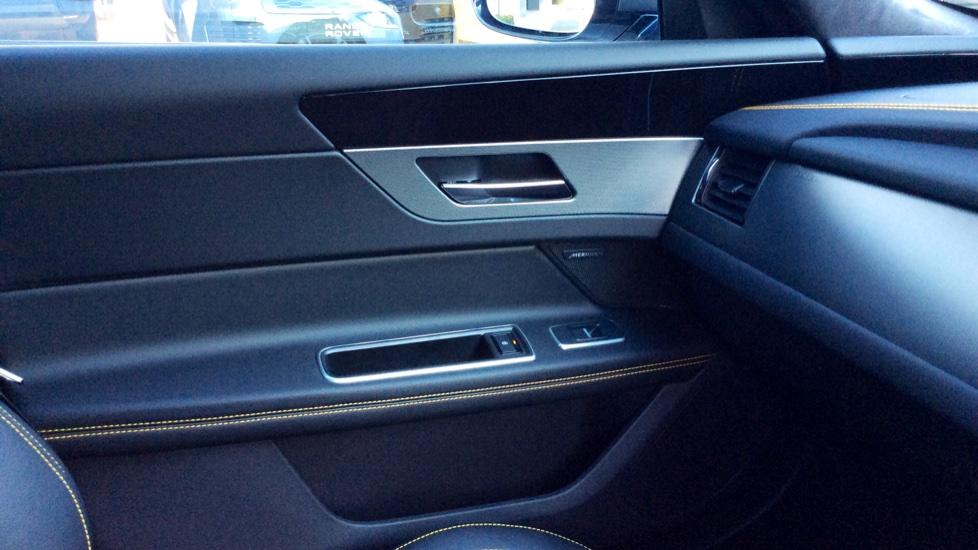 Jaguar XF 3.0d V6 300 Sport image 16